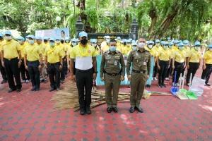 กิจกรรมตำรวจไทยใจสะอาด โดยการบำเพ็ญสาธารณประโยชน์ กวาดลานวัดปทุมวนารามราชวรวิหาร ปทุมวัน