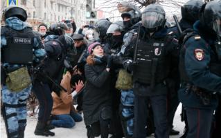 รัสเซีย จับกุมผู้ชุมนุมประท้วง กรณีนายอเล็กเซ นาวาลนี ผู้นำฝ่ายค้าน